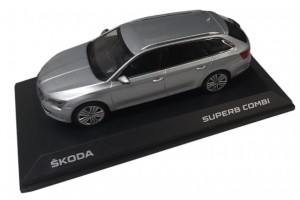 Model Superb III Combi 1:43 Silver Brillant
